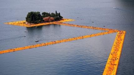 Plávajúci most na jazere Iseo - Taliančina Preklady